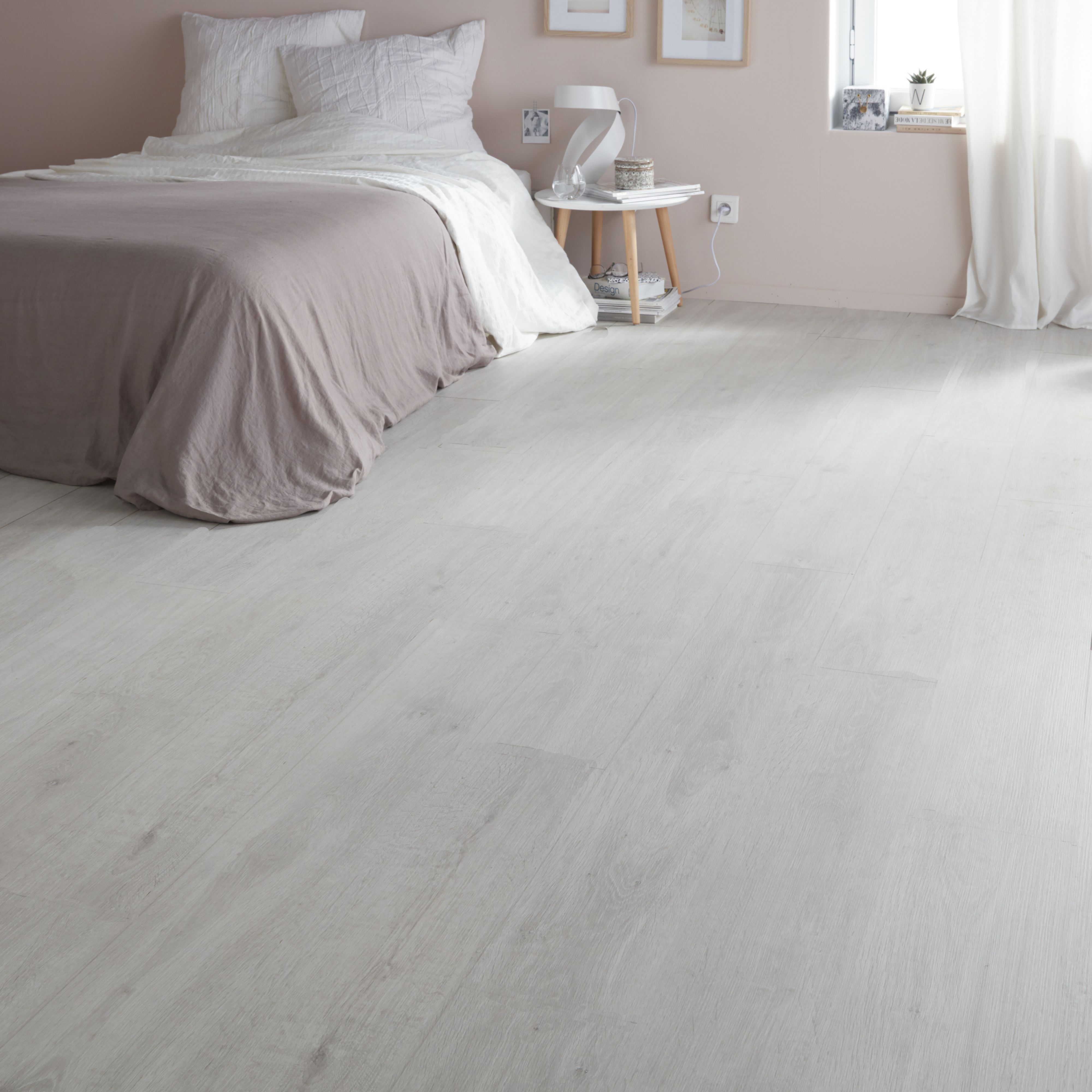 Geelong Grey Oak Effect Laminate Flooring 2 467 M Pack White Laminate Flooring Grey Laminate Flooring Laminate Flooring