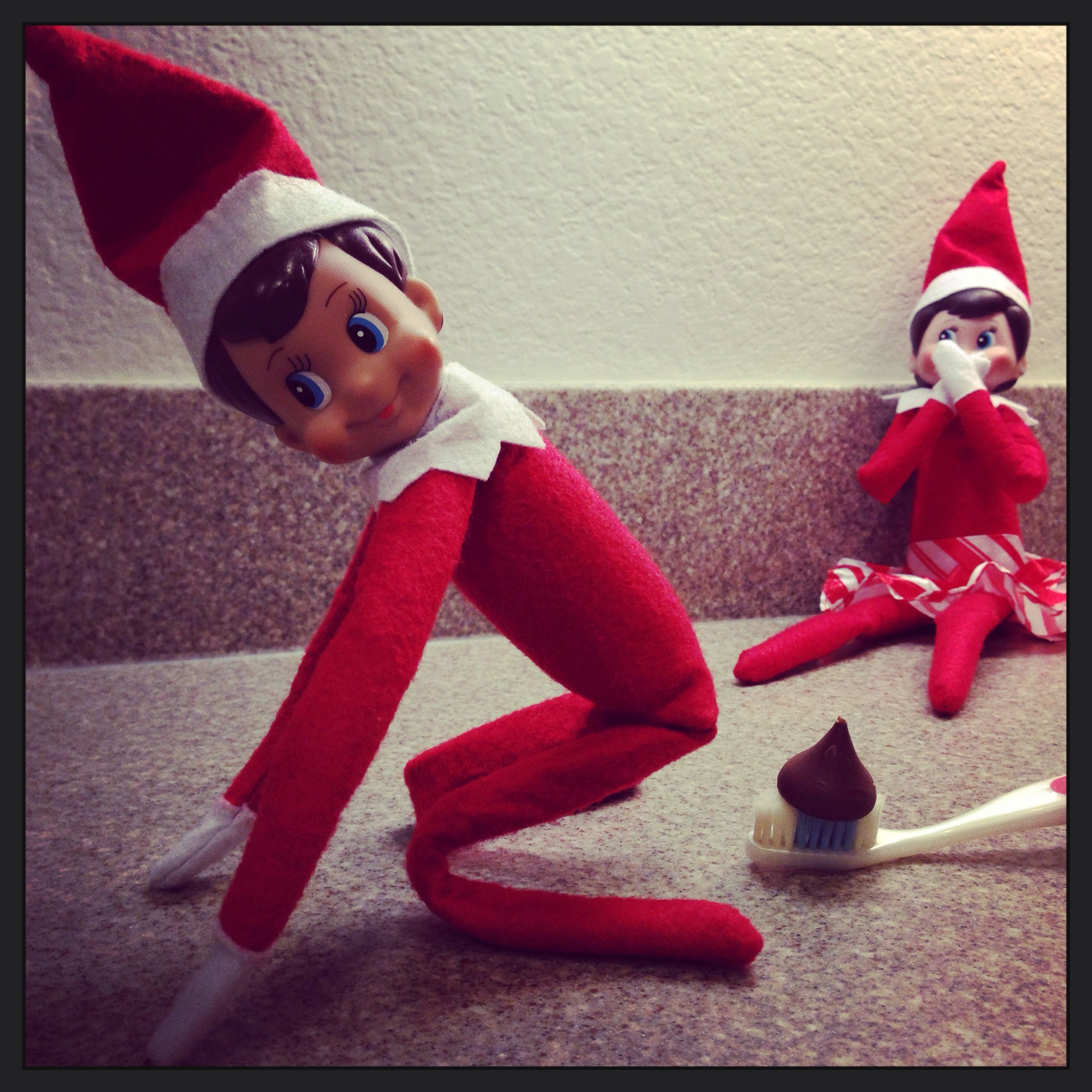 Elfie pooped on daddy 39 s toothbrush elf on the shelf for Elf on the shelf pooping on cookies
