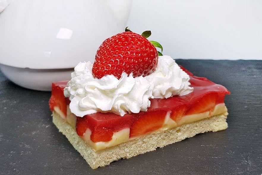 Rezept Fruchtiger Pudding Kuchen Mit Erdbeeren Und Joghurt Boden Low Carb Glutenfrei Rezept Erdbeer Kuchen Erdbeerkuchen Rezept Und Pudding Kuchen