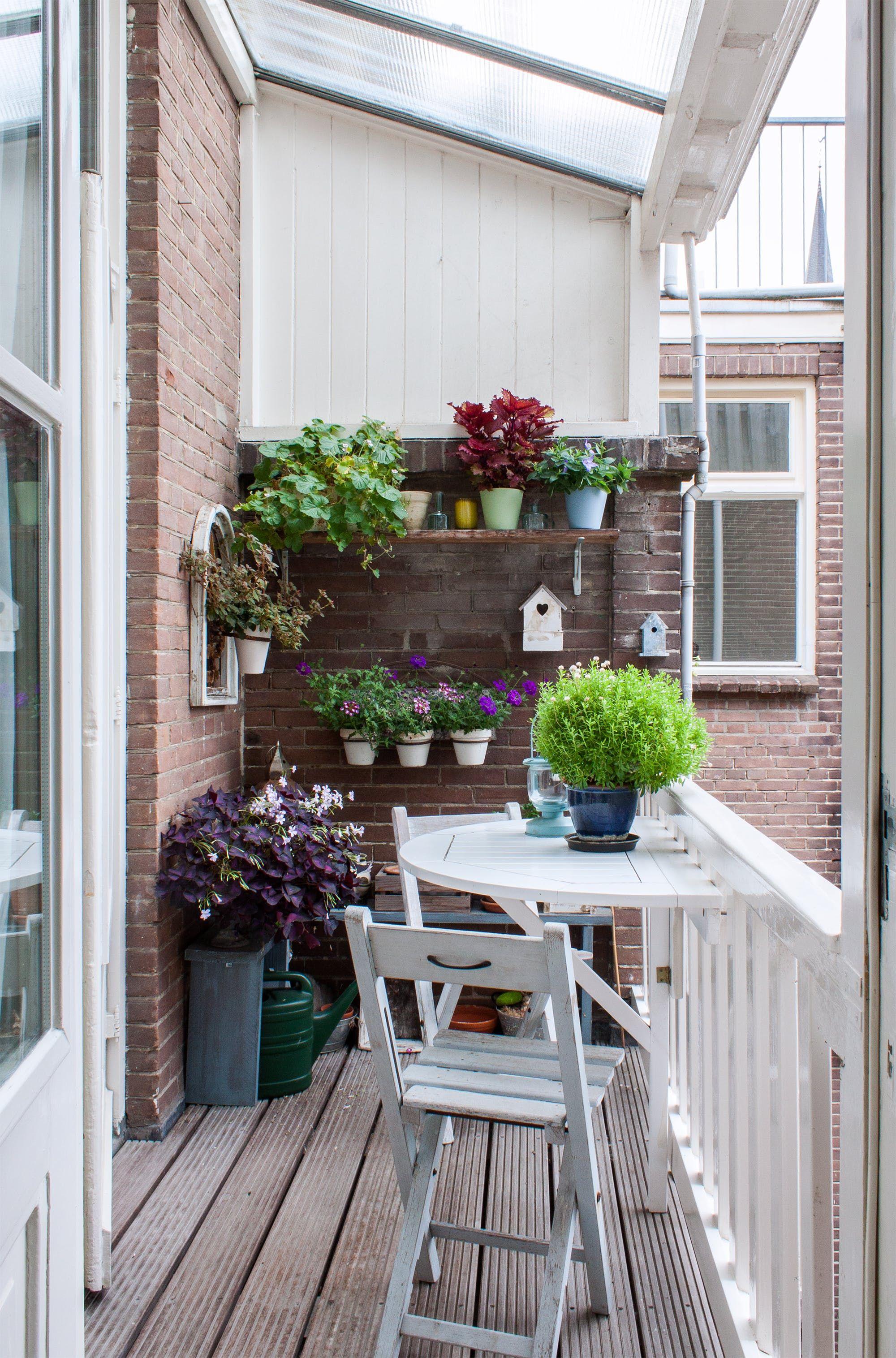 An Xxl Cross Stitch Artist S Vibrant Dutch Home Balkon Kert