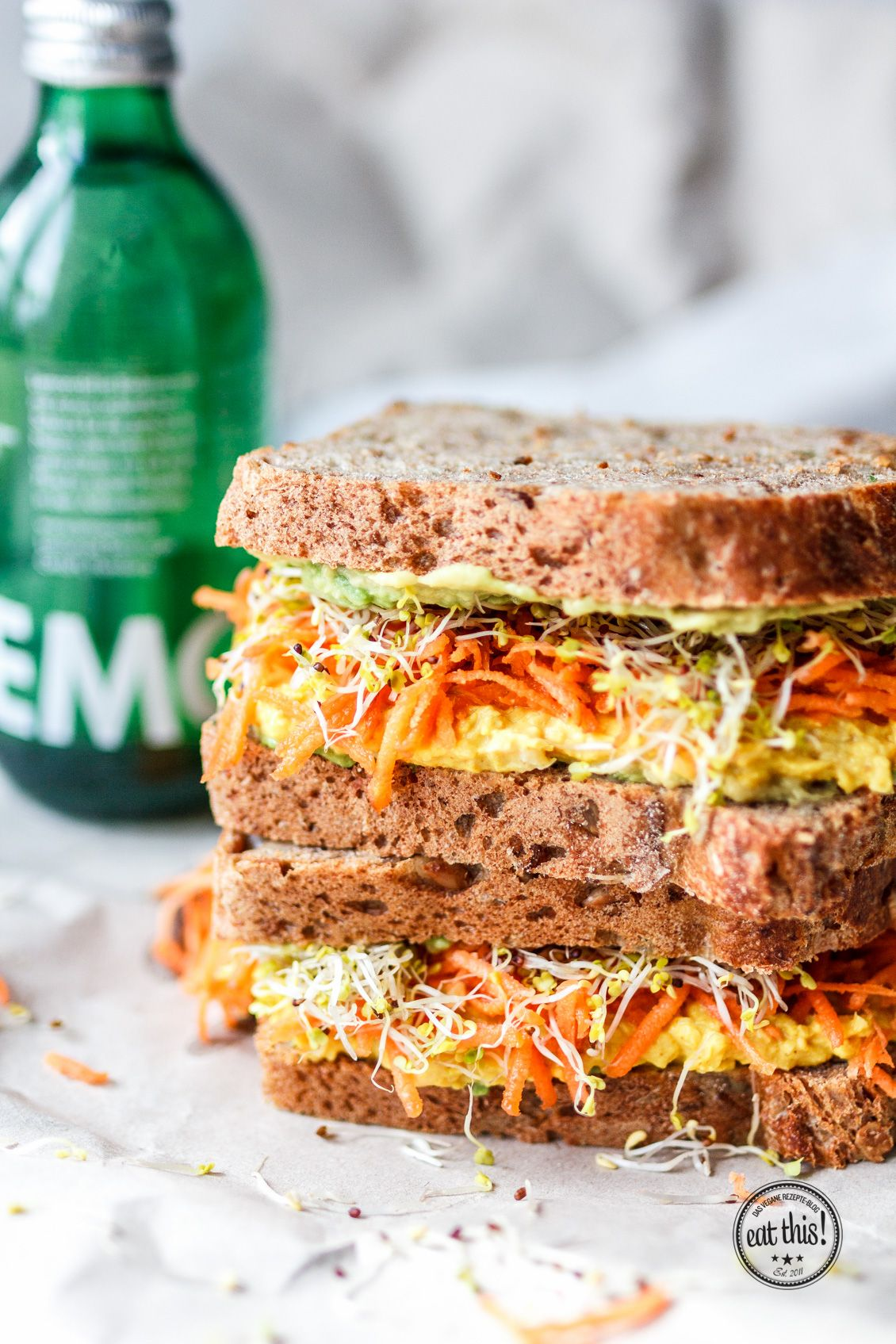 Vollkornsandwich mit Kurkuma-Currysalat & 24h in Antwerpen · Eat this! Foodblog • Vegane Rezepte • Stories
