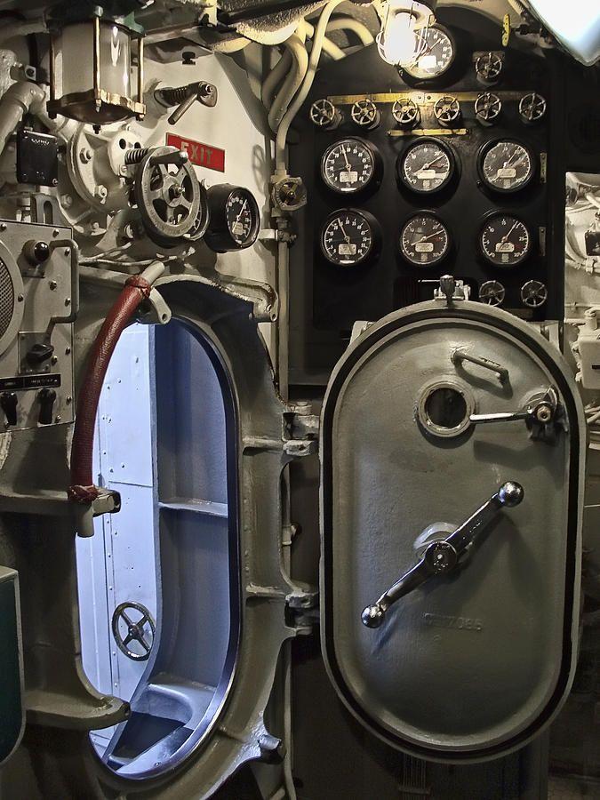 Engine Room Layout: Submarine Interior ?