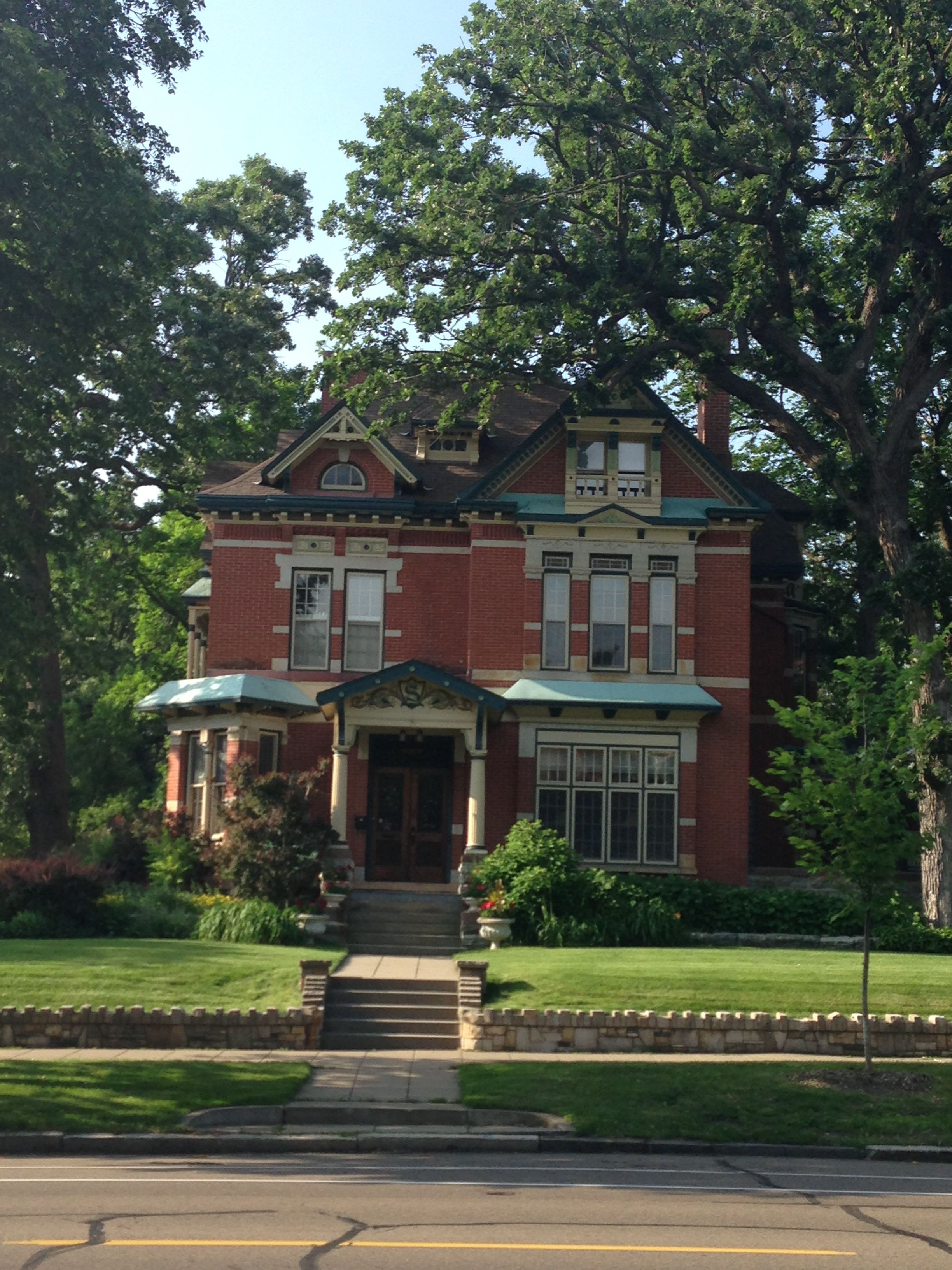 House On Summit Ave St Paul Mn Victorian Homes Victorian Architecture Old Houses