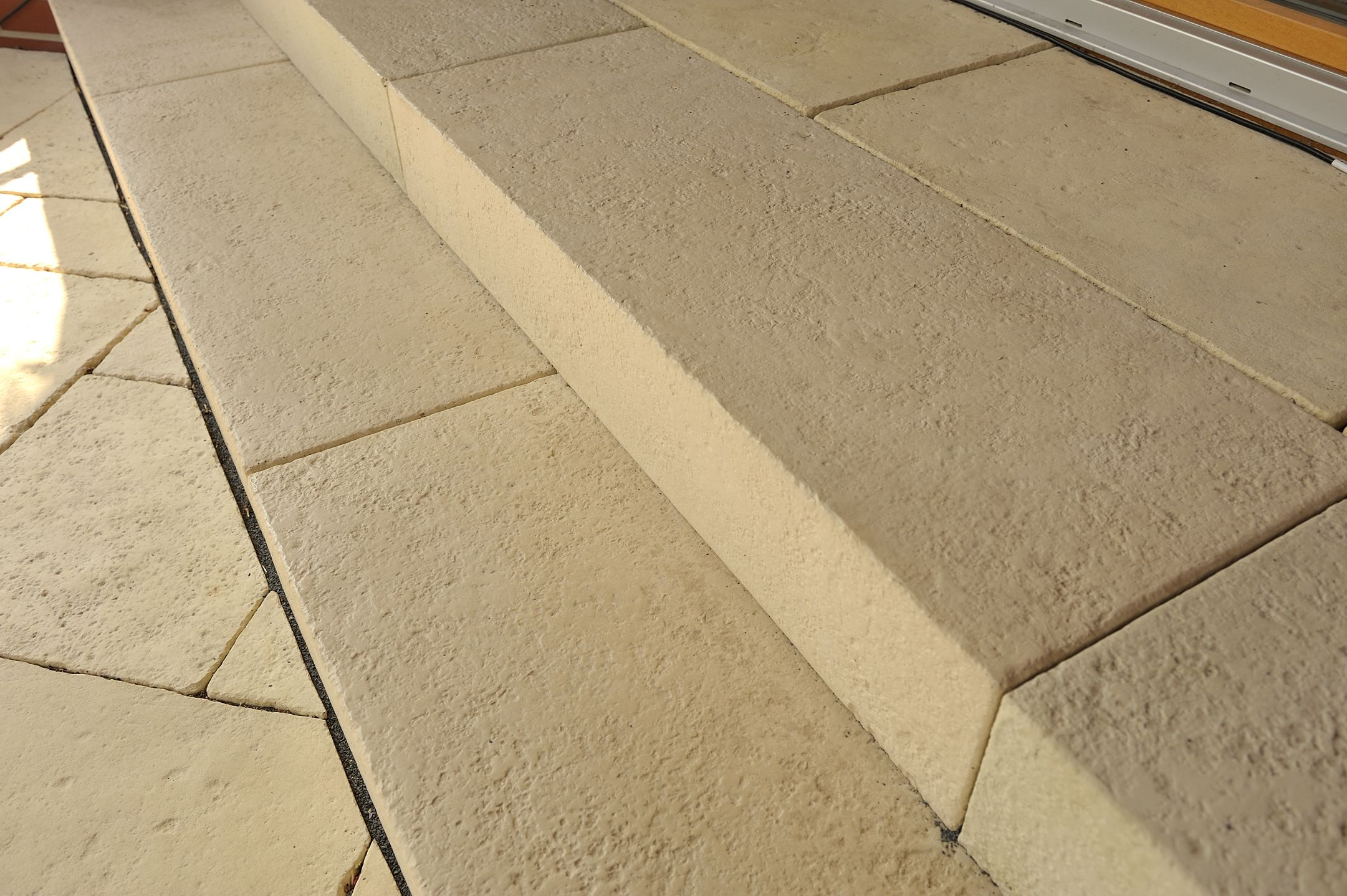 Opus Blockstufen aus dem WESERWABEN Terrassen-gestaltungssortiment! Perfekt abgestimmt und in zwei Größen  auch perfekt für kleine  Treppenaufgänge!