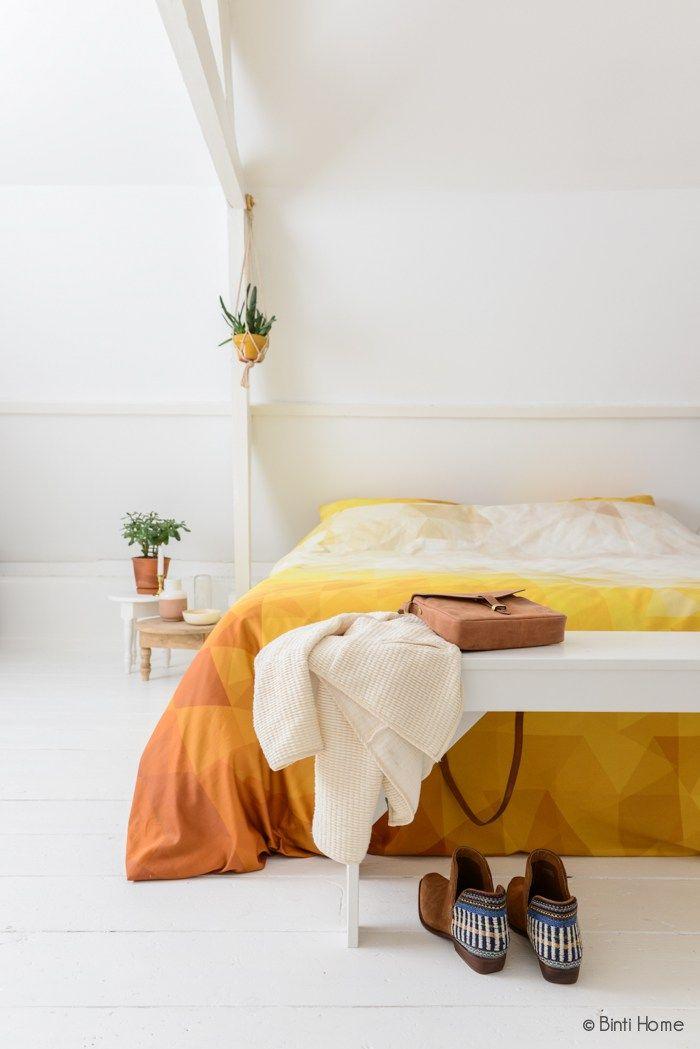 Slaapkamer restyling bankje witte vloer ©BintiHome | HOME COLOR ...