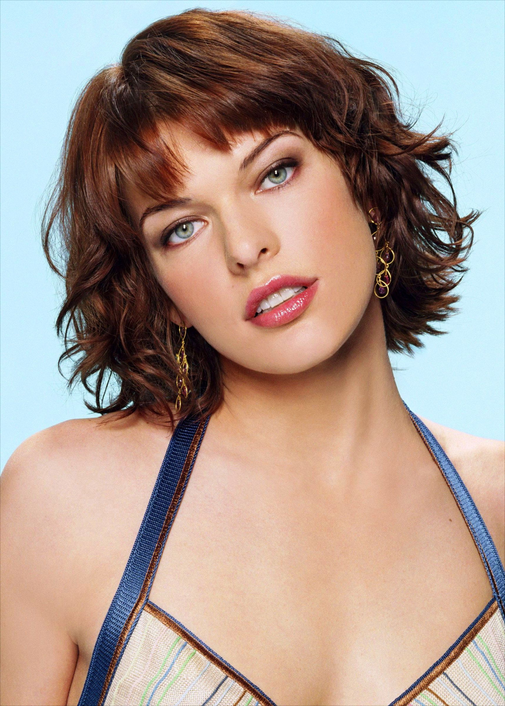 Milla Jovovich Short Brown Bob Hairstyle with Bouns Waves pictures