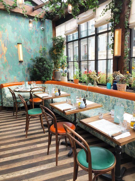 Rinc n en el comedor del jard n interior de estilo retro for Tiendas de muebles para restaurantes