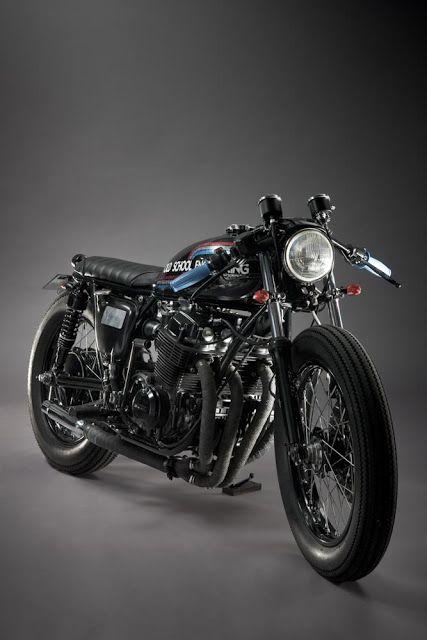 Honda CB750 K2 '72. Los creadores son Old School Engineering.