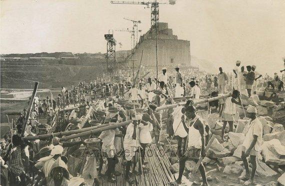 India Construction Native Men Builders Vintage Art Photo Etsy In 2020 Photo Art Vintage Art Vintage Photographs