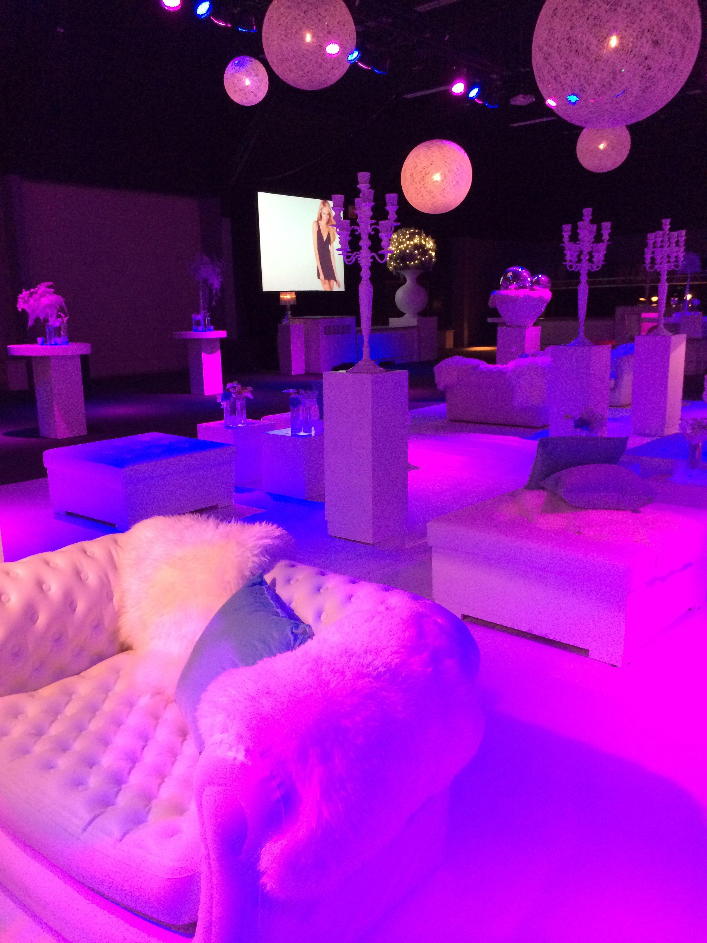 Lounge inrichting personeelsfeest.  Via Advance Events