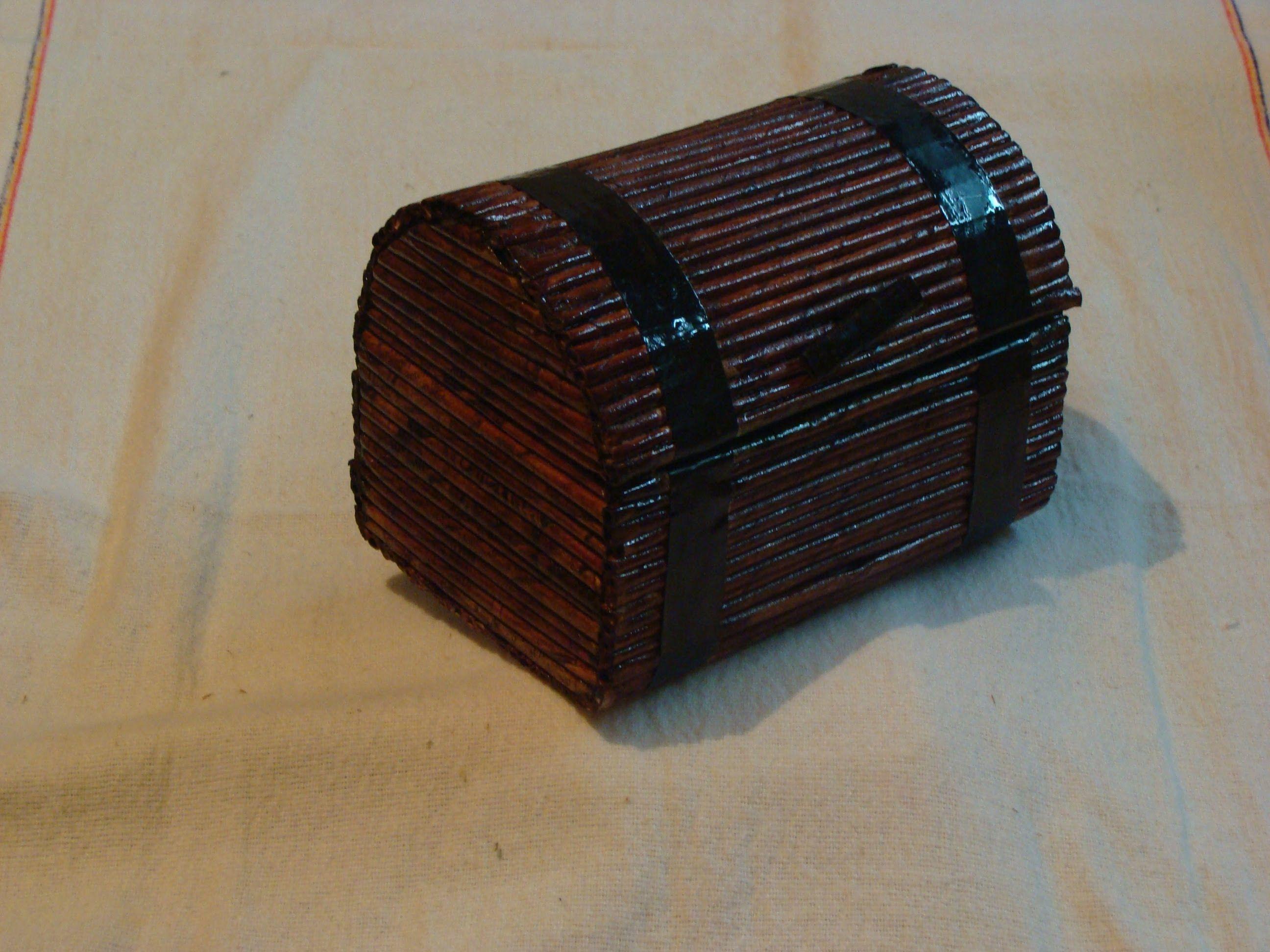 Cofre con peri dico nuestro principal objetivo reciclar y - Cajas de madera recicladas ...