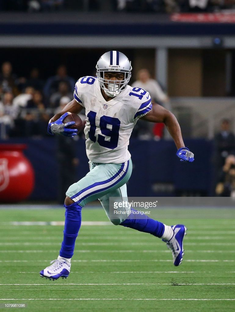 926565c85 Amari Cooper of the Dallas Cowboys carries the ball against the ...