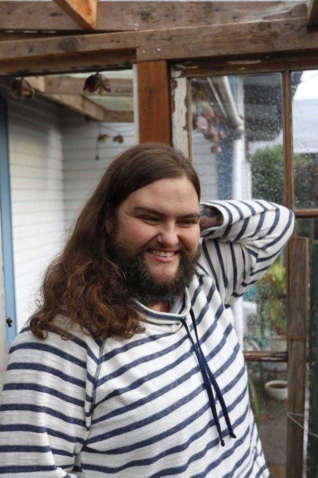RENOVAÇÃO: Mulher deixa a barba crescer e afirma se sentir mu...