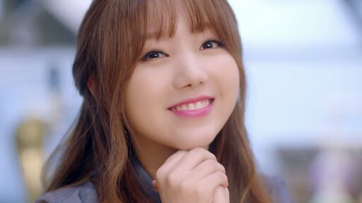 Lovelyz's Kei goes solo without her signature bangs