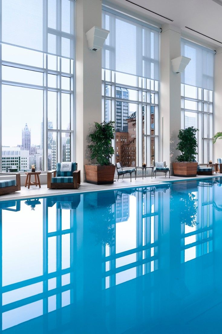 "The Peninsula's indoor pool — half the length of an Olympic pool — makes the most of the Chicago skyline. #Jetsetter ❥""Hobby&Decor"" inspirações! 