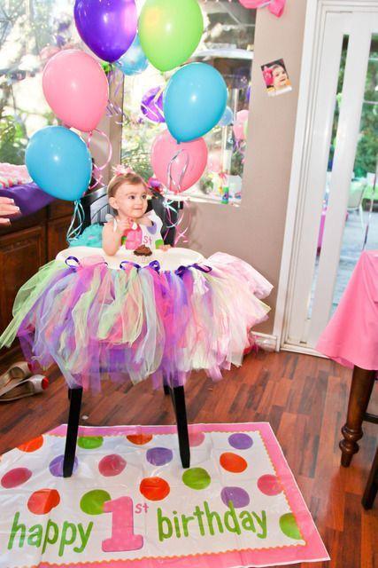 Ideas para decorar la silla del beb en su primer for Sillas para festejos