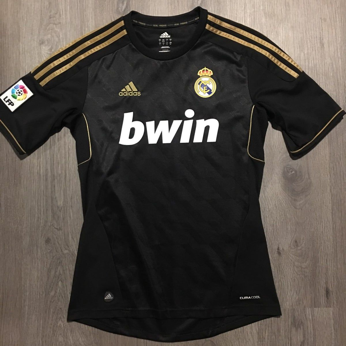 Real Madrid Away 2011 2012 Jersey In 2020 Real Madrid Real Madrid 2011 Jersey