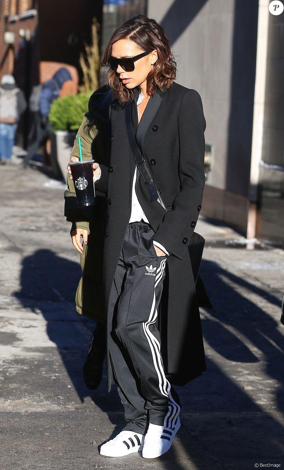 PHOTOS - Victoria Beckham, toute de Victoria Beckham (sac Half Moon) et d'adidas Originals vêtue à New York le 10 février 2017. #fallbeauty