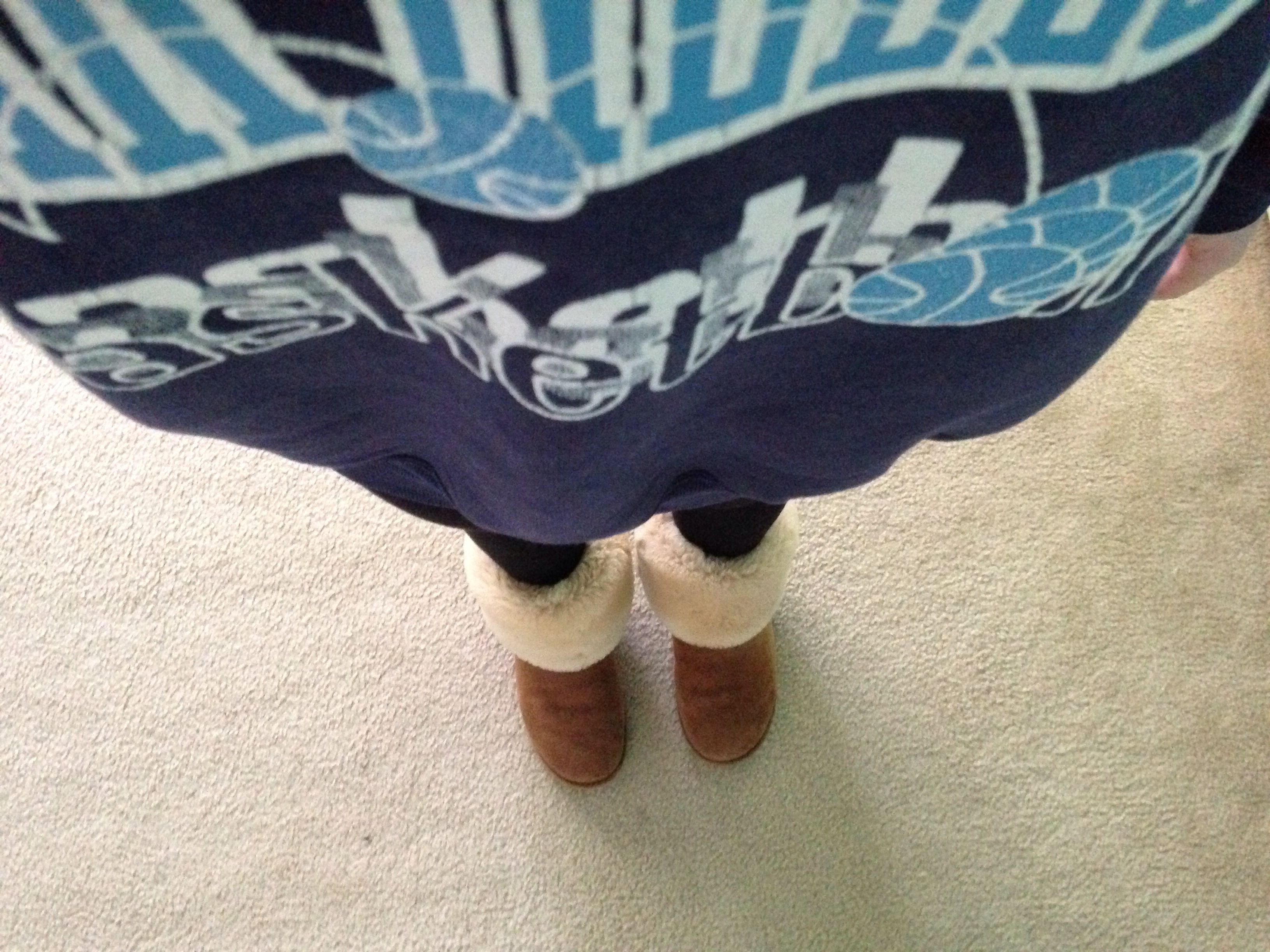 99f53c7c096 Lazy day... Big sweat shirt, black leggings, and rolled down ...