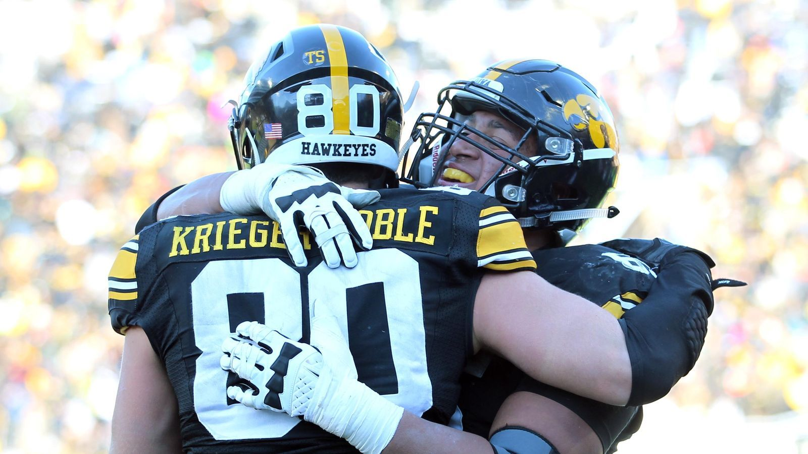 Iowa Jumps Notre Dame In Ap Top 25 Football College Football Top 25 College Football Rankings