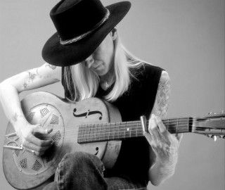 Johnny Winter Playing His National Steel Guitar Resonatorguitarguide