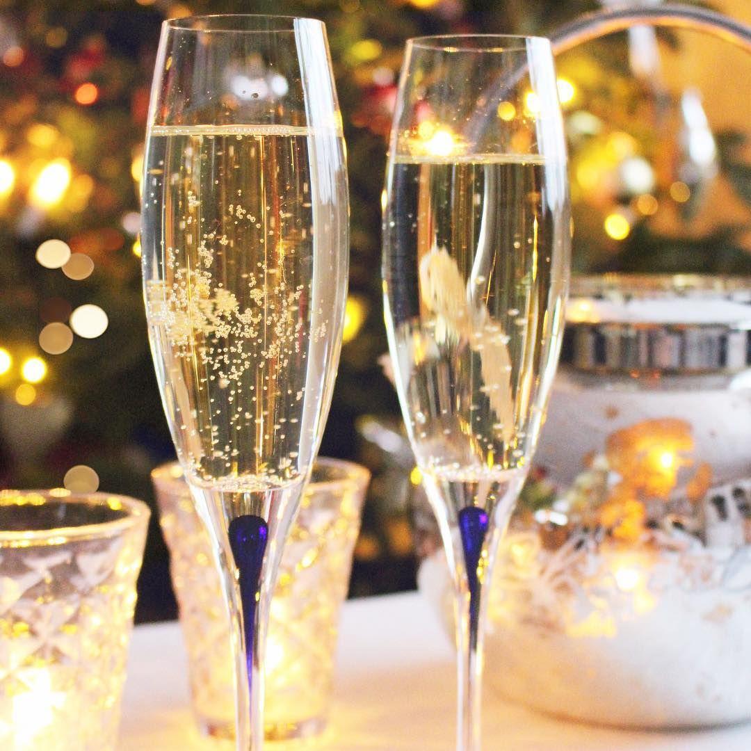 ✨ { H a p p y  N e w  Y e a r } ✨ Takknemlig og glad for et godt 2015 • fylt med forventninger om hva 2016 vil bringe! Tusen, tusen takk for alle gode ord, besøk og ❤️ i 2015.  #happynewyear #takknemlig #greatfull #newyearseve #godtnyttår #blinkhusjul #2015 #forventningsfull #orrefors #intermezzo #champagne #sprudlevann #gårinnietnyttårmedgodevenner #tusentakk #igjuleglede #mynorwegian_julehjem