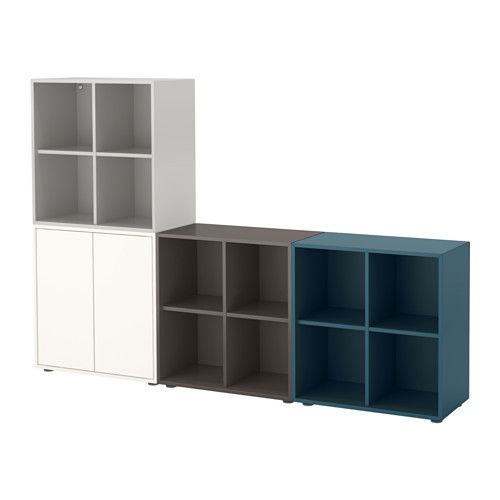 IKEA - EKET, Schrankkombination/Füße, bunt 1, , Sobald die asymmetrisch angeordneten Fächer mit deinen Schätzen gefüllt sind, entsteht ein ganz persönliches Möbelstück.Dank des integrierten Drucköffners lässt sich die Tür mit einem leichten Druck öffnen.