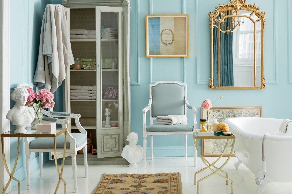 Obsessed with this gorgeous light blue, gold and white Parisian ...