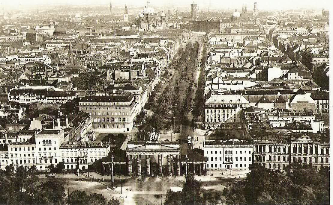 Berlin At The End Of The War 1945 Rare Historical Photos Berlin Berlin City Berlin Germany