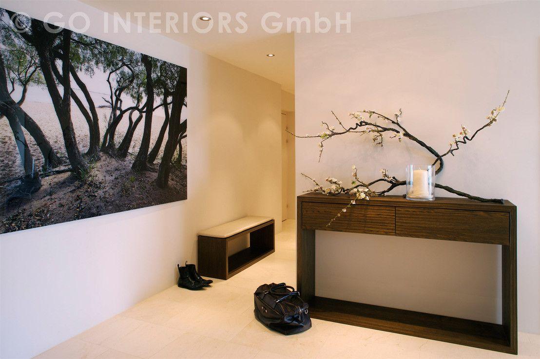 Ingresso, Corridoio & Scale in stile moderno di Go Interiors