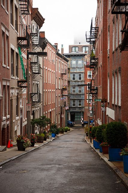Massachusetts Bostons North End Wander Into One Of The Small