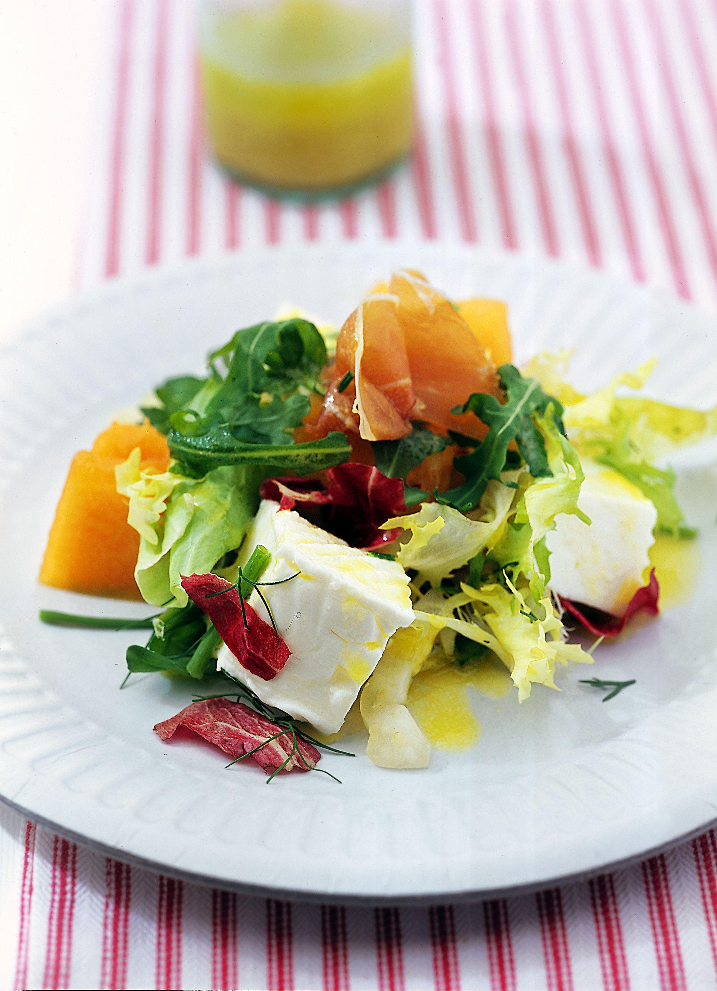 Cerchi una delicata ricetta per un veloce pranzo estivo? Prova la deliziosa ricetta dell'insalata di melone e primosale che ti suggerisce Sale&Pepe.