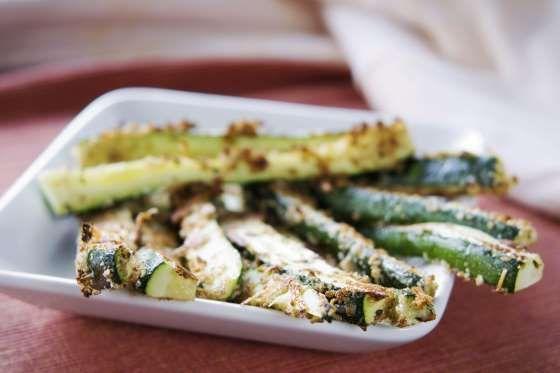 Et si vous faisiez des frites de courgettes pour l'apéro. Accompagnez-les d'une petite sauce pour fa... - 750 grammes