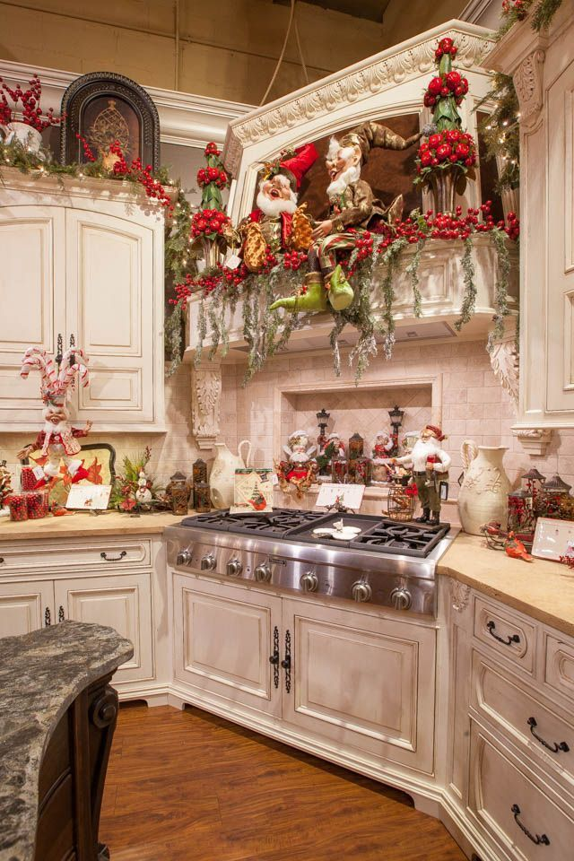 Christmas kitchen decor Wish I had this kitchen I would decorate ...