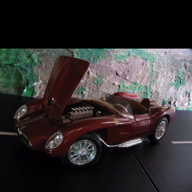 195?  Ferrari Testarossa .....