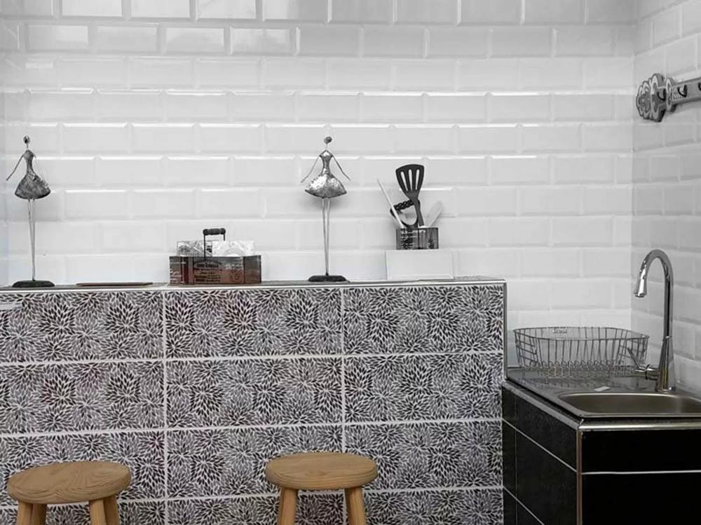 Valencia Subway Bevelled Glossy White Ceramic Wall Tile 200 X 100mm Ceramic Wall Tiles Wall Tiles