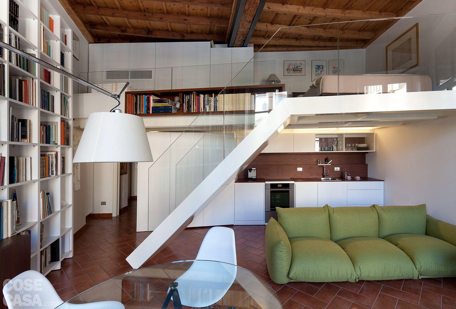 Un monolocale ampliato in altezza monolocale interni for Interni di appartamenti