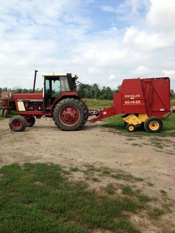 IH 1086 W/NEW HOLLAND 648 Round Baler | Farming | Old farm