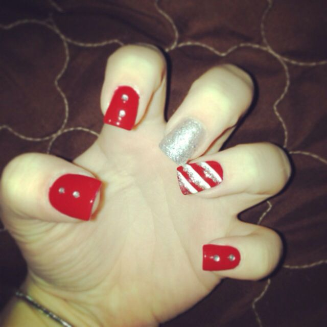 Cute and fun idea for nails during Christmas time