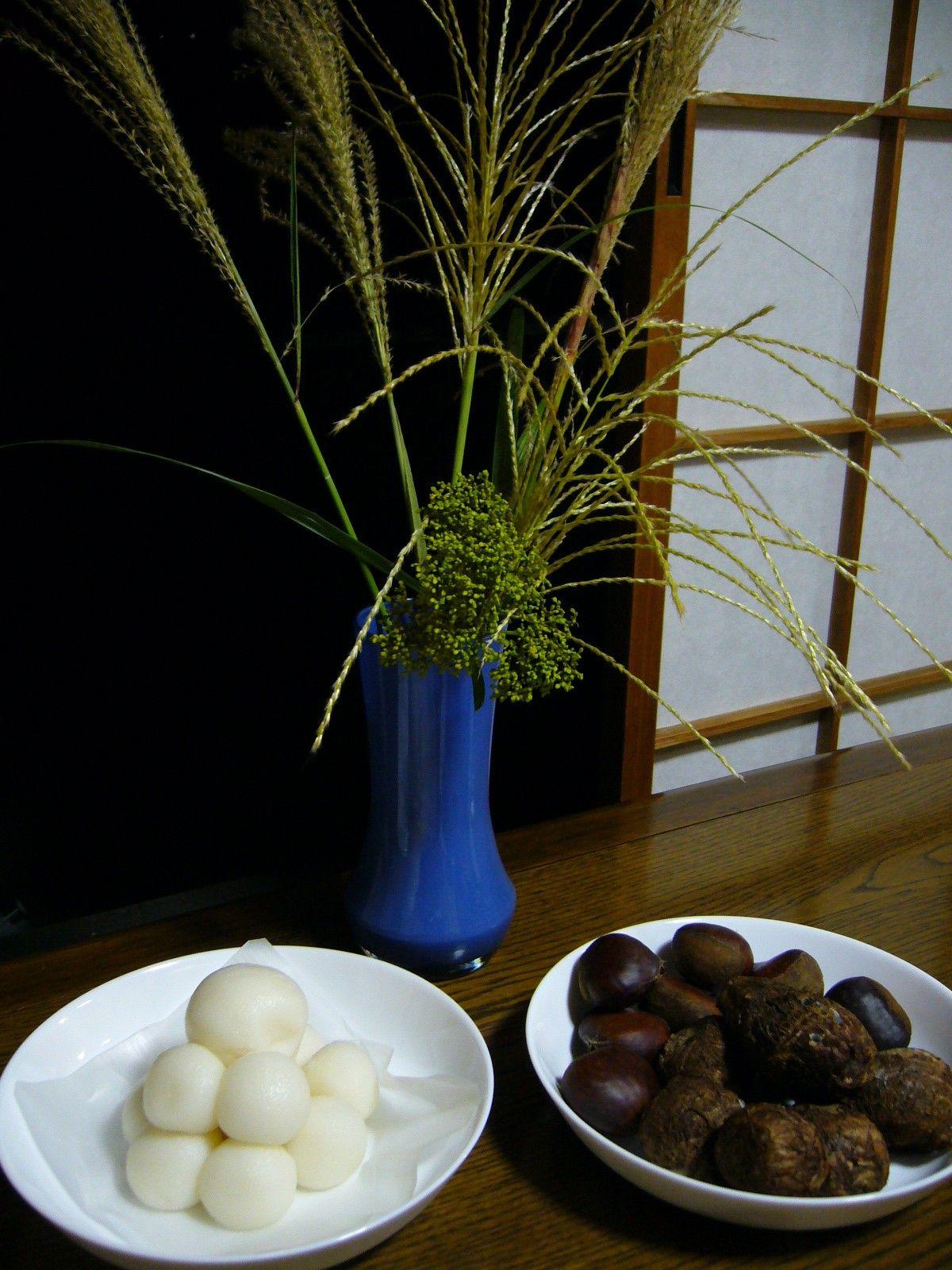 Offerings for the September 13 Moon Tsukimi dango (left