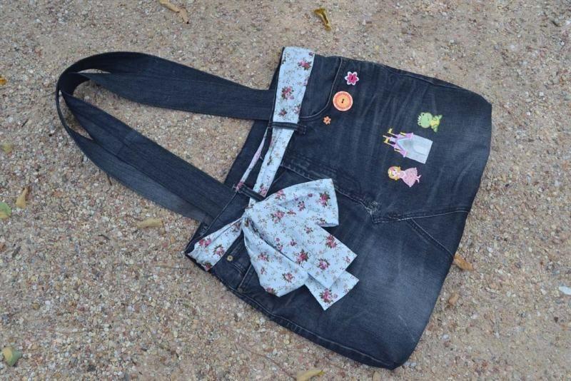 selbstgemachte jeanstasche mit tuch aufgeppept taschen pinterest old jeans jeans und sewing. Black Bedroom Furniture Sets. Home Design Ideas