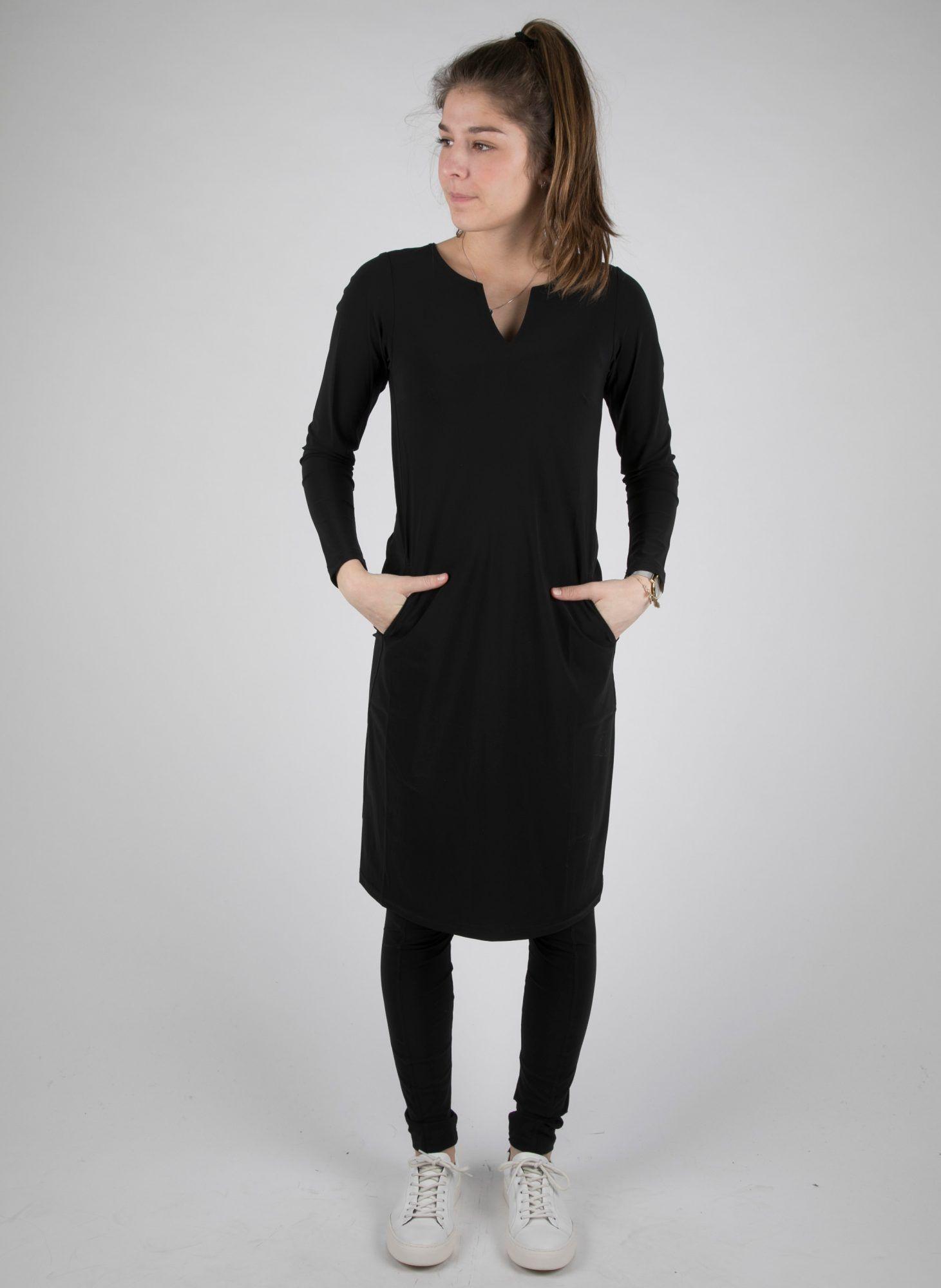 Zwart Recht Jurkje.The Perfect Black Dress Een Item Die Je Niet Kunt Missen In Je