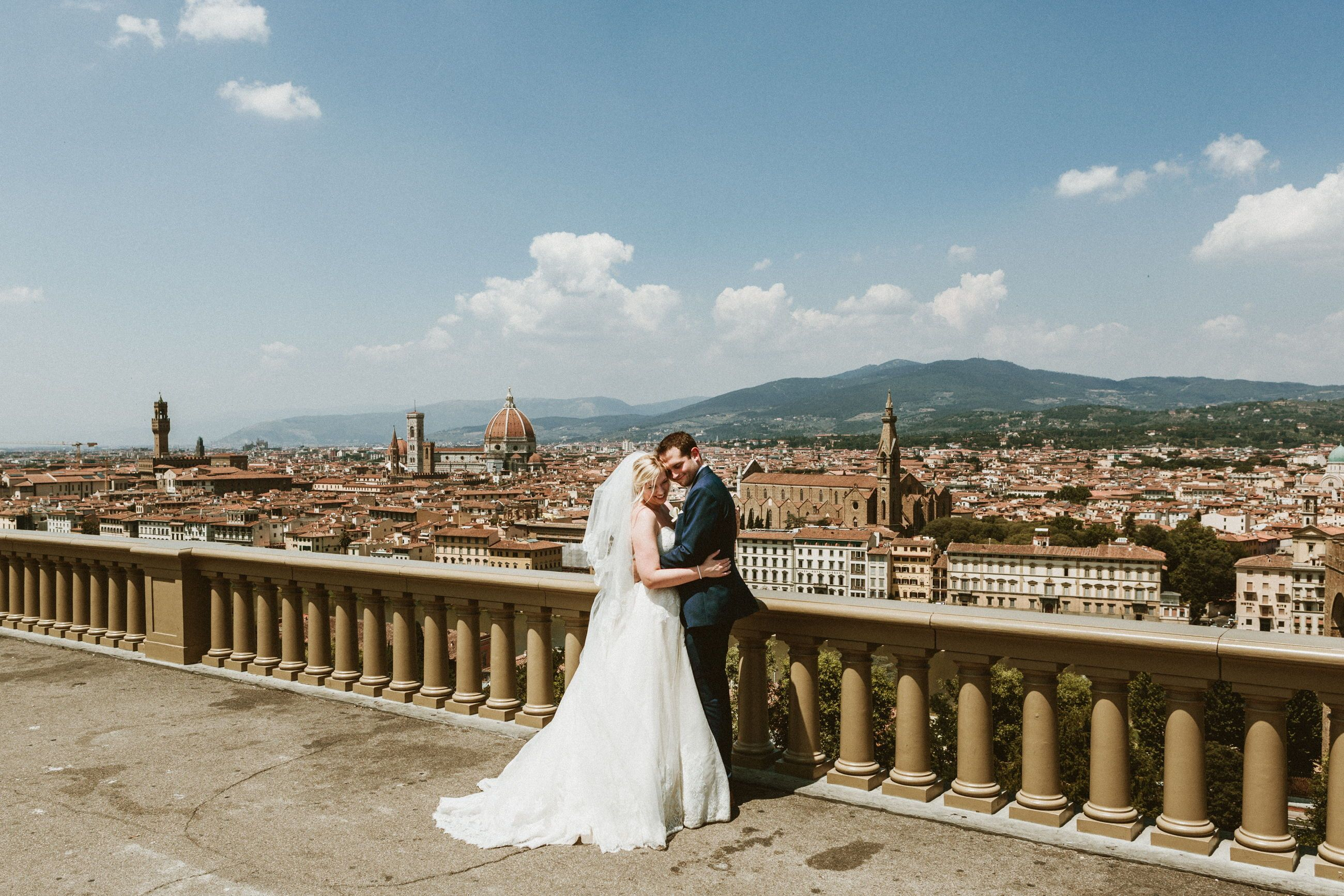 Planning To Get Married Abroad Are You In Love With The Italian Colture And You Are Dreaming Of An Italian Wedd Wedding Couple Pictures Italy Wedding