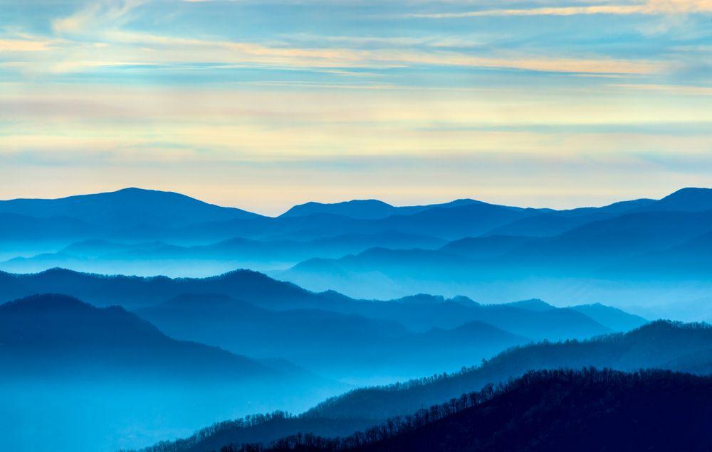 Gorgeous Foggy Blue Smoky Mountains Mountain Landscape Mountain Paintings Smoky Mountains Vacation