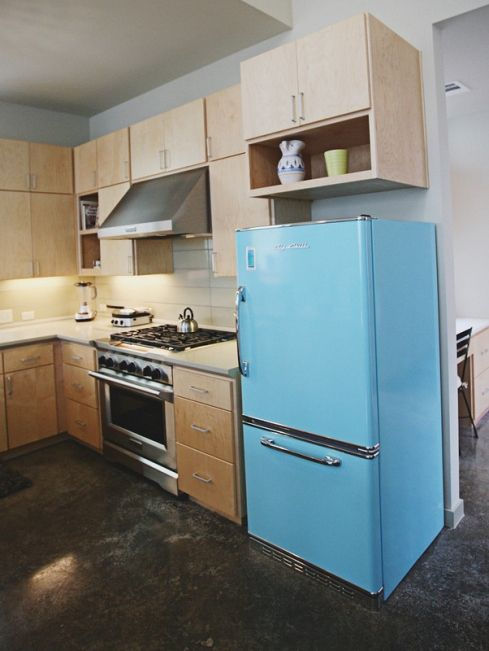 Flat Kitchen Designs: Flat Front Cabinets And Fridge
