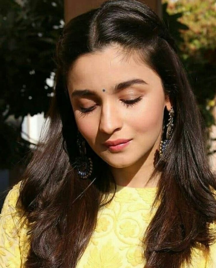 Alia Bhatt Aww Sweet Alia You Are A Gorgeous Woman I Just Haven T Seen Much Of Yo Alia Bhatt Hairstyles Indian Wedding Hairstyles Alia Bhatt Photoshoot