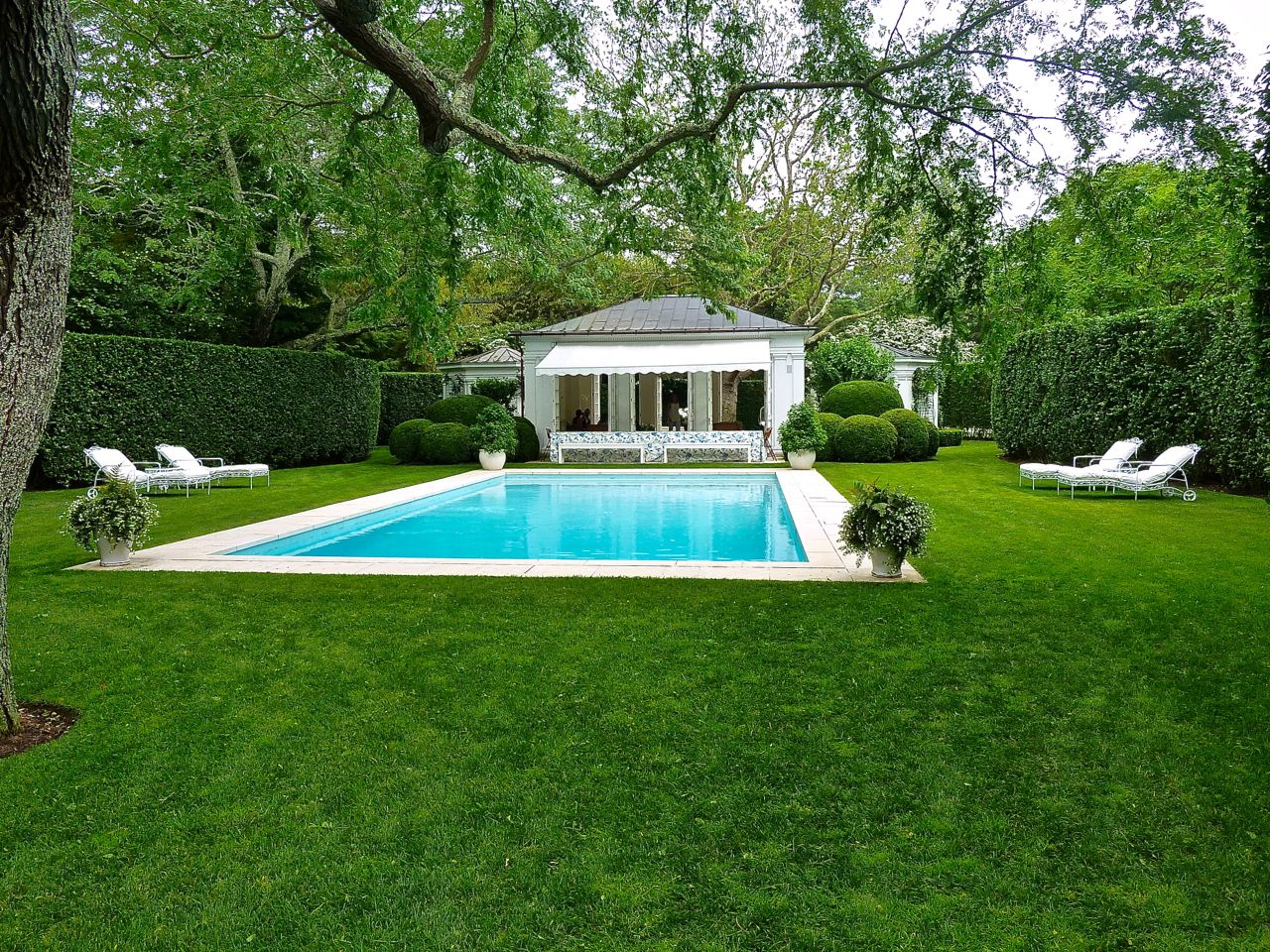 Aerin lauder pool hamptons via quintessence gardens for Pool design hamptons