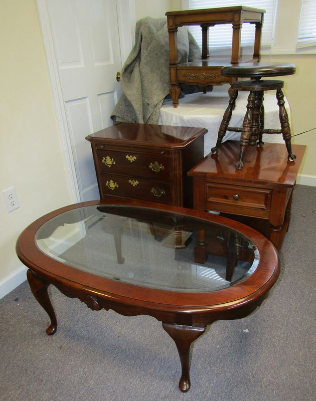 Furniture Including Oval Mahogany Coffee Table With Beveled Gl Top 16 Tx45 Wx29