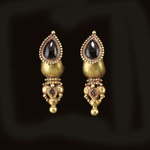 A PAIR OF ROMAN GOLD AND GARNET EARRINGS CIRCA 2ND CENTURY A.D.