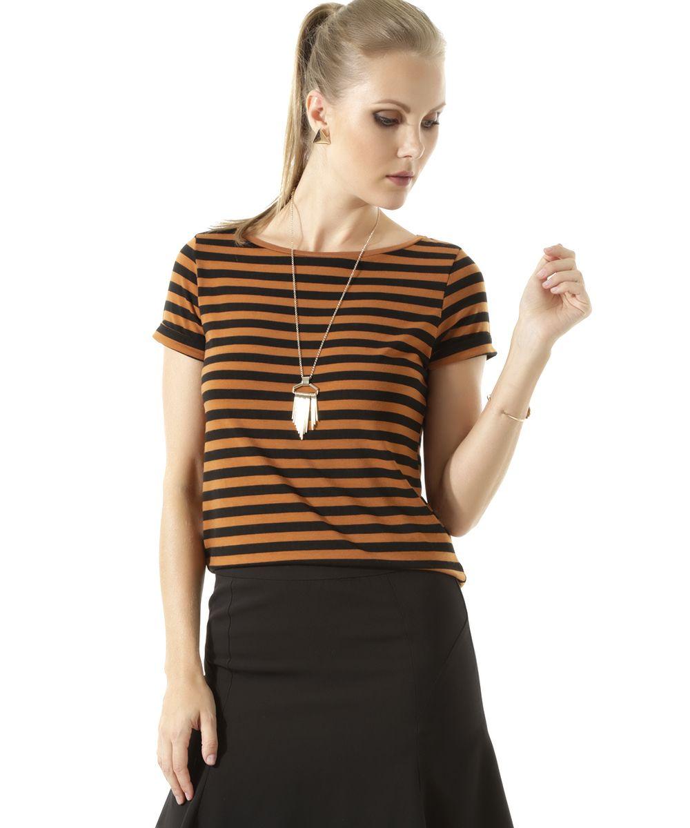 Essa blusa foi confeccionada em malha de toque macio. O modelo se destaca por…